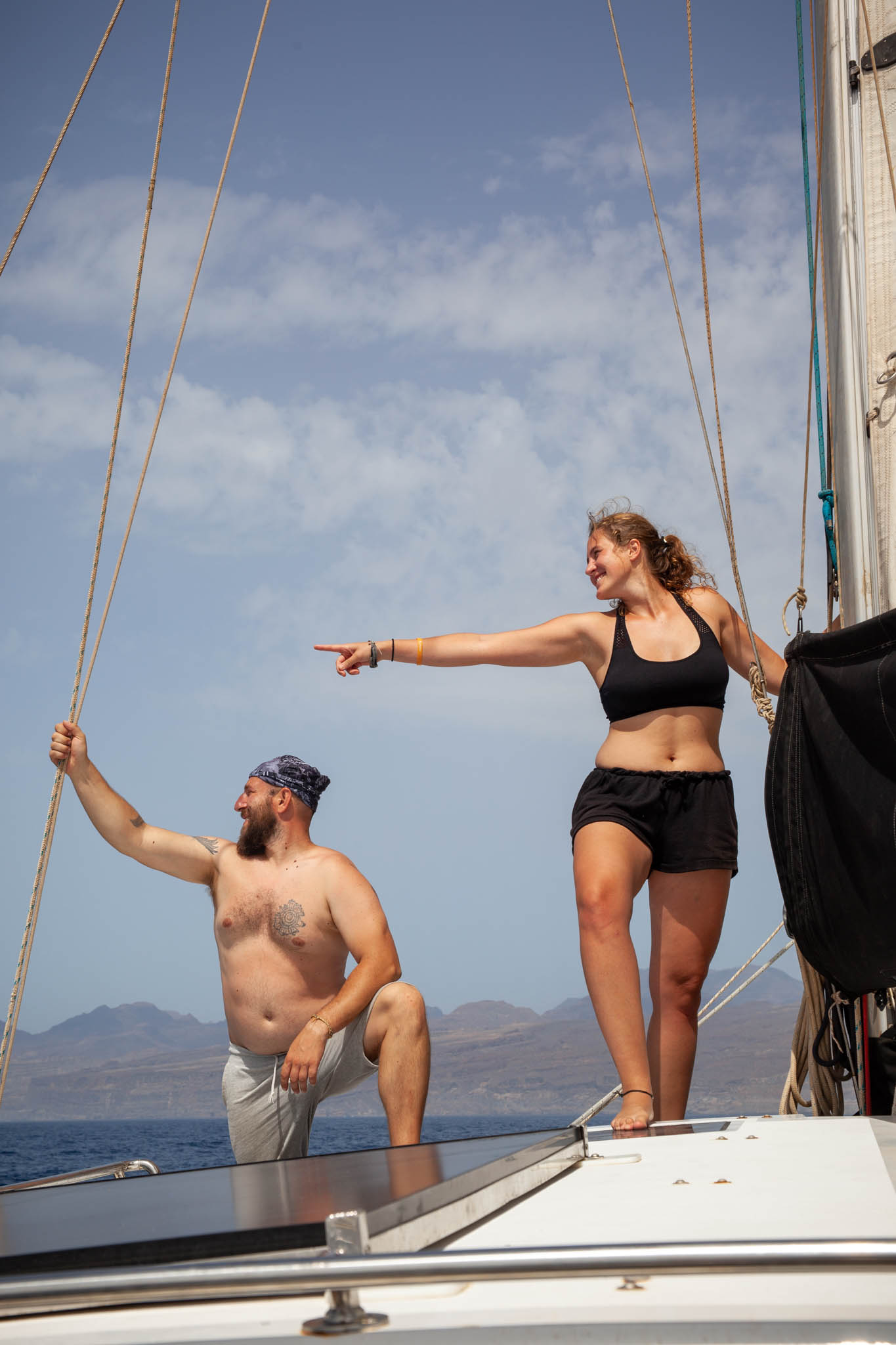 Magda and Darko. Travelers, hitchhikers, adventurers. They joined us in the Canary Islands and were part of our crew on the Atlantic crossing. We spent two months together. From the Canary Islands we sailed to Cape Verde, where we stayed for a few weeks waiting for the right wind. Then, for 17.5 days, we sailed to the Caribbean Islands. On December 5 landed in Martinique, where our paths diverged